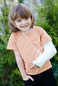 Little girl with a cast